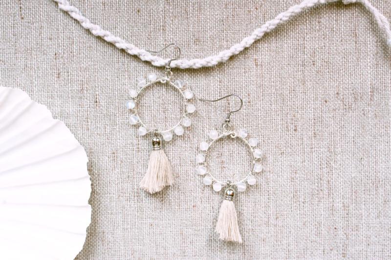 circle-con-labradorite-bianca-moonstone
